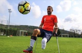 Ampute milli futbolcu Osman Çakmak kariyerini sonlandırdı