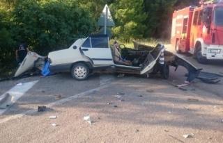 Antalya'da yolcu otobüsüyle otomobil çarpıştı:...