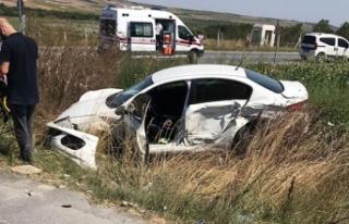 Arnavutköy'de iki araç kafa kafaya çarpıştı:...