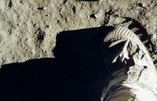 Ay'a ayak basılan anın görüntüleri açık...