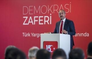 Bakan Gül: Türk yargısı demokrasi nöbetini adliye...