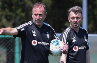 Beşiktaş'ın yardımcı antrenörü Orhan Ak:...