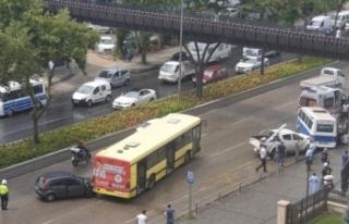 Bursa'da yağmur kaza getirdi: 5 araç birbirine...