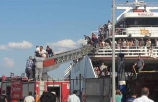 Çanakkale'de feribotun makine dairesinde yangın...