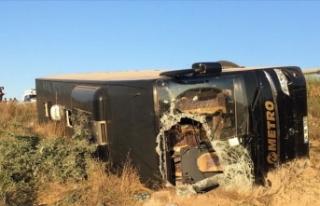 Eskişehir'de yolcu otobüsü şarampole devrildi:...