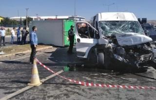 Göreve giden özel harekat polisleri kaza yaptı:...