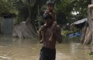 Hindistan'da baraj taştı: 12 ölü, 11 kayıp
