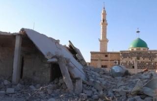 İdlib'de hava saldırısı nedeniyle cuma namazı...