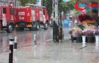 İstanbul'da sağanak yağış etkisini gösteriyor
