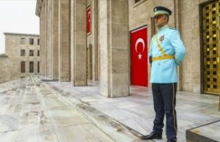 Kuvvet komutanları artık şeref kapısından giriş...