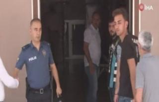 Magandanın elini sıkan polis amiri görevden alındı