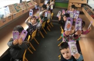 MEB öğretmenleri, 40 bin çocuğun ayağına ana...