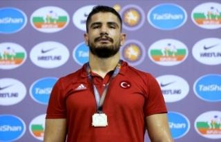 Milli güreşçi Taha Akgül'den spor kamuoyuna...