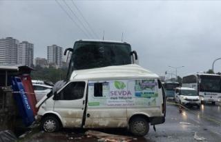 Ordu'da yolcu otobüsü minibüsle çarpıştı:...