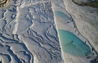 Pamukkale'yi 6 ayda 1 milyon turist gezdi