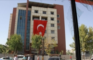 Polis merkezine bombalı araçla saldıran teröriste...
