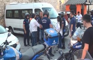 Taksim'de İBB zabıtasından seyyar satıcılara...
