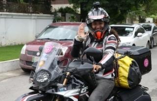 Türk kadın akademisyen motosikletiyle dünyayı...