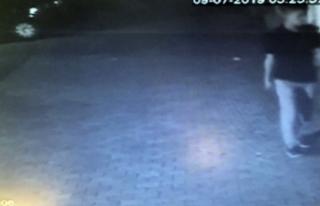 Ümraniye'de hırsızın site bahçesinden motosiklet...