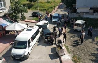 Uygulamada polisten kaçan otomobil polis aracına...