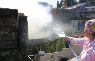 3 ahşap bina yangında kül oldu