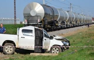 Adana'da yük treni DSİ'nin aracına çarptı:...