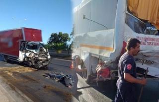 Alanya'da midibüs ile kamyonet çarpıştı:...
