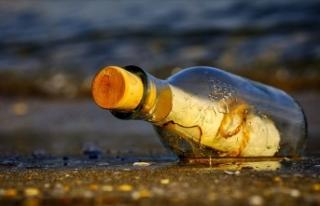 Alaska'da 50 yıl önce yazılmış şişede...