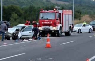 Anadolu Otoyolu'nda trafik kazası: 2'si...