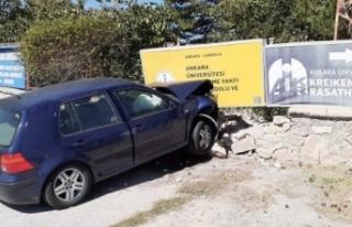 Ankara'da otomobil duvara çarptı: 4 öğretmen...