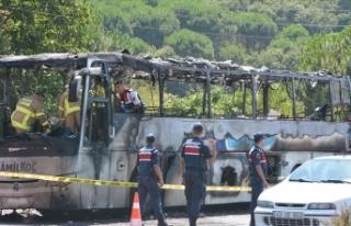 Balıkesir'de yolcu otobüsündeki yangınla...