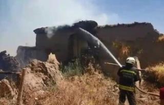 Diyarbakır'da yangın: 2 ev ve 4 ahır küle...