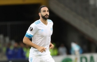 Fenerbahçe Adil Rami'yle sözleşme imzaladı