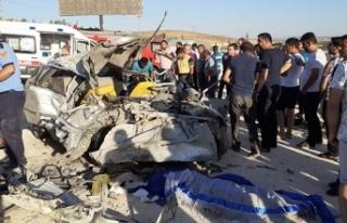 Gaziantep'te otomobil ile minibüs çarpıştı:...