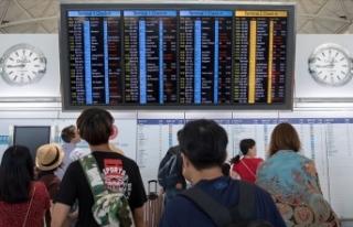 Hong Kong'da grev nedeniyle 200'den fazla...
