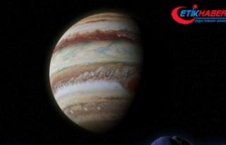 Jüpiter gençken oluşum aşamasındaki bir gezegenle...