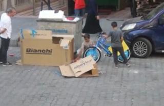 Küçük kardeşlerin bisiklet hayali emek verdikleri...