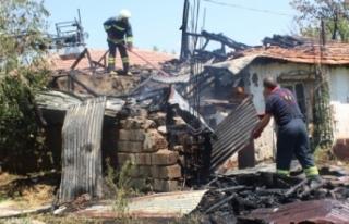 Kuru otları yakmak isterken evi yaktılar