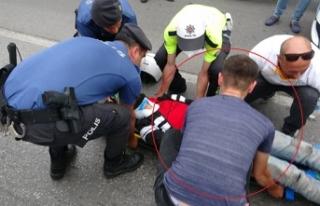Motosikletlilerin seyir halindeki sohbeti kaza getirdi:...