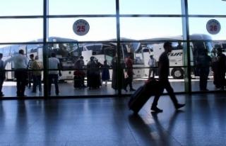 Otobüs biletleri tükendi, ek seferler de doluyor