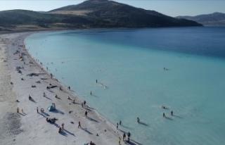 Salda Gölü'nde ziyaretçi sayısının bir...