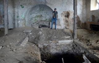Sarıyer'de defineciler tarihi kiliseyi talan...