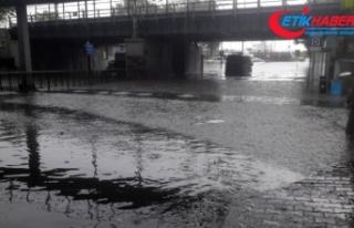 Şiddetli yağış sonrası Unkapanı köprüsünde...