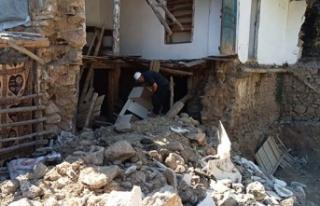 Toprak ev çöktü, faciadan dönüldü