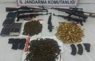Tunceli'de teröristlerin silah ve cephaneleri...