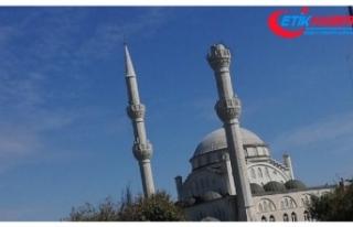 Avcılar'da bir caminin minaresi yıkıldı