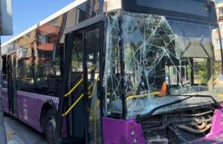 Avcılar'da İETT otobüsü park halindeki 4...