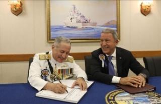 Bakan Akar, Pakistan Deniz Kuvvetleri Komutanı'nı...