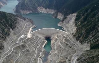 Deriner Barajı'nda elektrik üretimi 11 milyar...