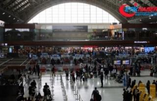 Hava yoluyla taşınan yolcu sayısı 140 milyonu...
